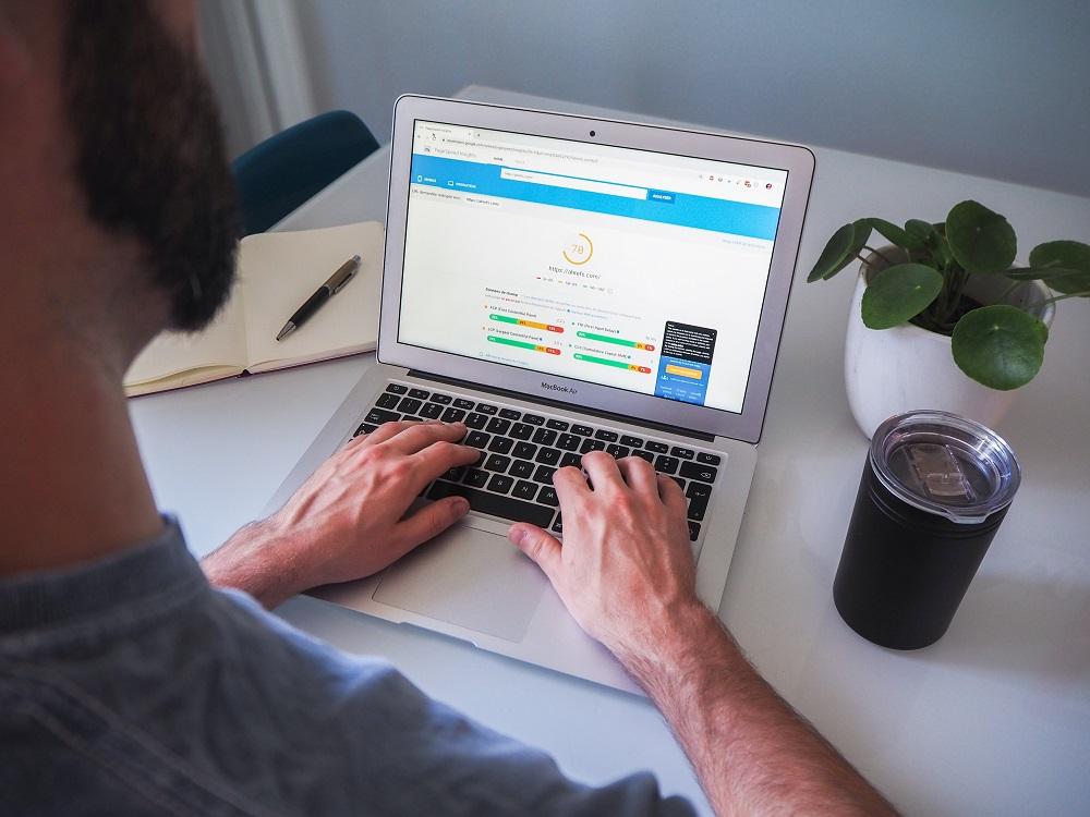 O trabalho de SEO envolve diversas ferramentas. Conheça as principais ferramentas SEO e saiba como elas funcionam.